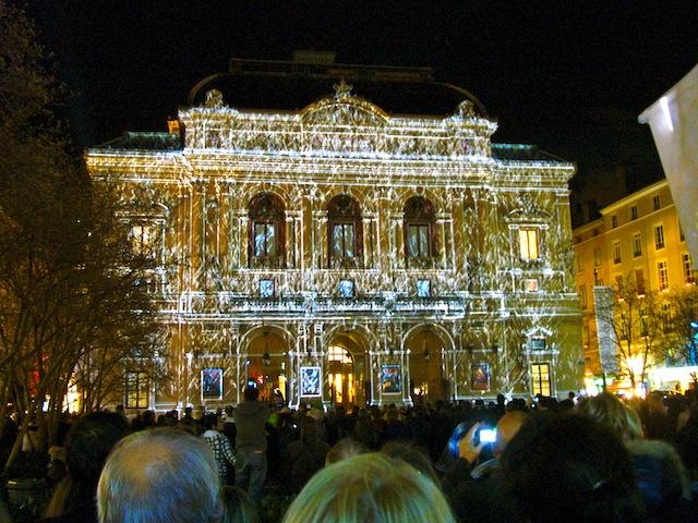 Les Lyonnais bien présents au coup d'envoi de la Fête des Lumières 2010