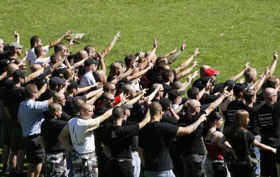 Banderole raciste : huit supporters lyonnais identifiés