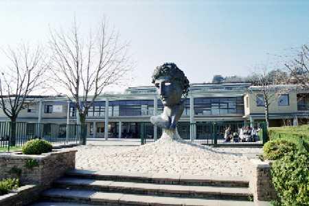 Une grève au lycée Descartes à St Genis Laval