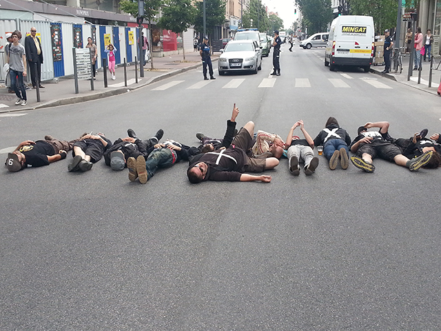 Les intermittents ont ensuite bloqué le cours Emile Zola à Villeurbanne - LyonMag