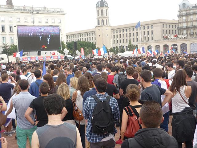 Plusieurs milliers de supporters sur la place Bellecour pour France-Allemagne