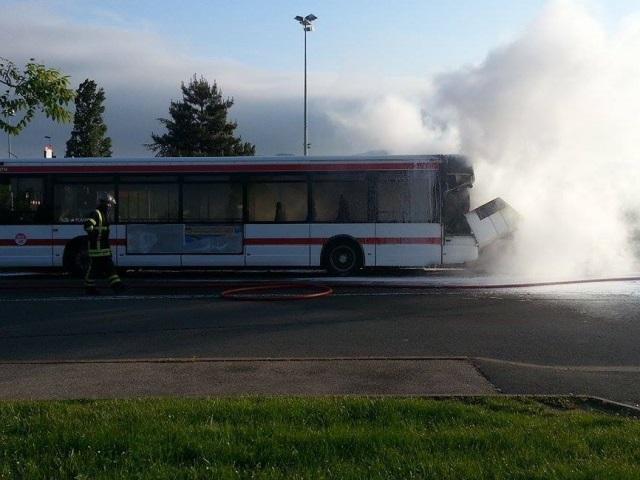 Un bus TCL prend feu à Dardilly