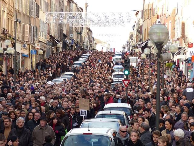 Marche républicaine : près de 15 000 personnes également rassemblées à Villefranche-sur-Saône