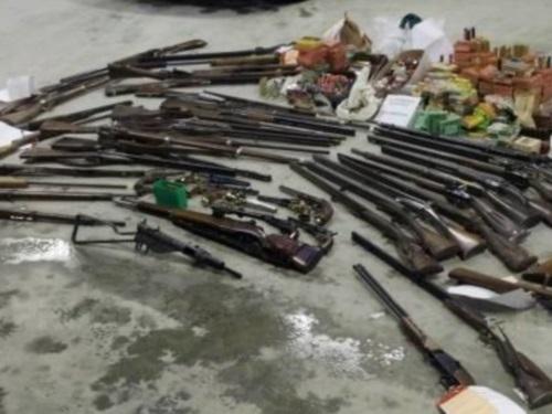 Rhône : 59 armes et cent kilos de cartouches retrouvés chez un chasseur