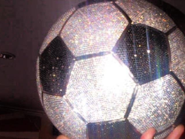 Karim Benzema s'offre un ballon en diamants à 250 000 dollars