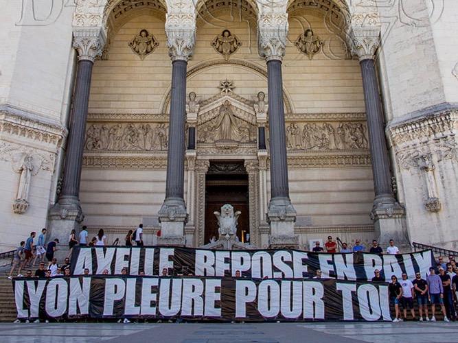 Lyon : les supporters de l'OL rendent hommage à Axelle Dorier