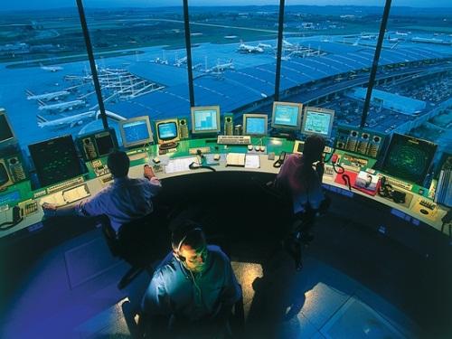 Grève des contrôleurs aériens à Lyon : comment marche le service minimum ?