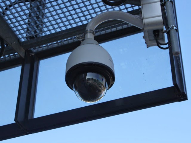 Villeurbanne : il attaque une caméra de surveillance au paintball