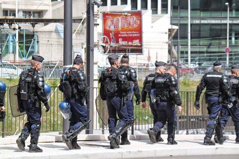 Lyon : un dispositif policier impressionnant pour Algérie-Russie