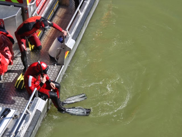 Lyon : les pompiers sauvent une personne des eaux du Rhône