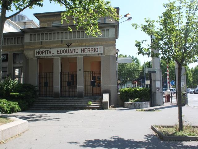 Une terrasse à l'hôpital Edouard-Herriot pour les patients en fin de vie