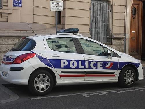 Vénissieux : il fonce volontairement sur deux policiers au volant de sa voiture