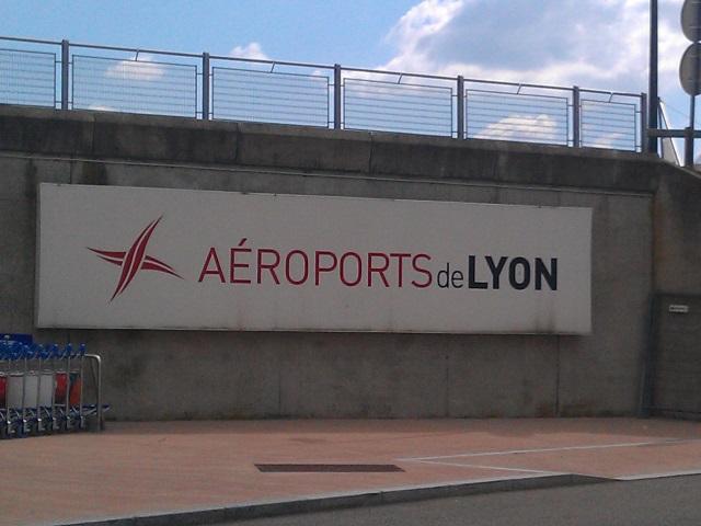 Des tags en arabe découverts sur des avions à l'aéroport Saint-Exupéry