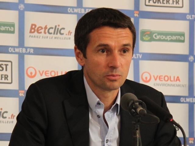 L'ancien entraineur de l'OL, Rémi Garde, signe à Aston Villa