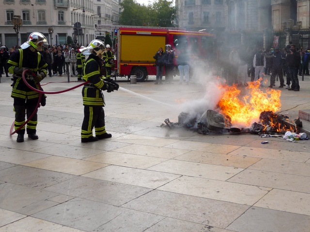 La tension monte dans un quartier de Givors : des pompiers caillassés