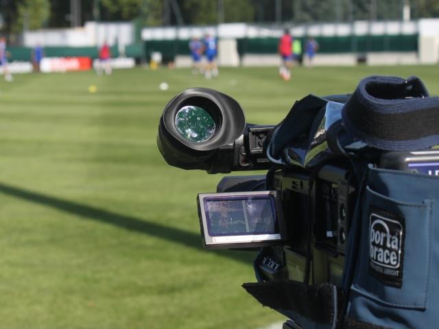 Lyon : un arbitre de foot plaqué et roué de coups