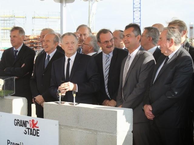 OL : le Grand Stade inauguré pendant la Fête des Lumières 2015 selon Collomb
