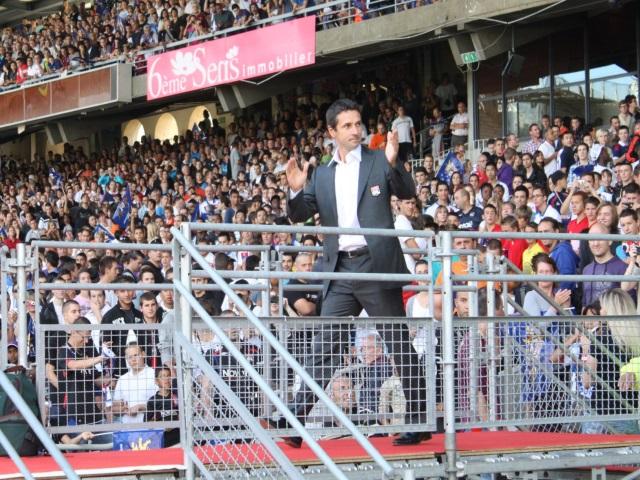 Rémi Garde pourrait devenir le nouvel entraîneur de l'équipe d'Aston Villa