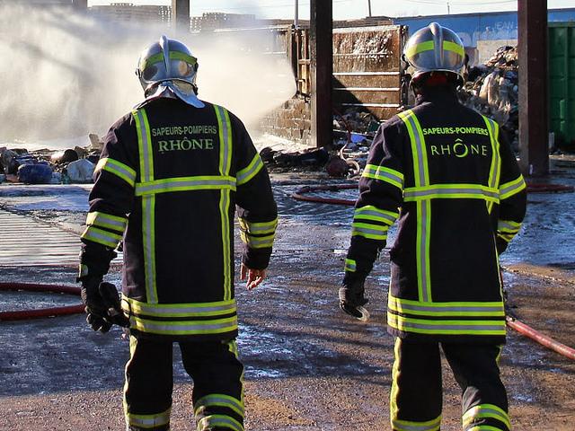 Rhône : les pompiers en intervention se retrouvent nez-à-nez avec un pistolet !