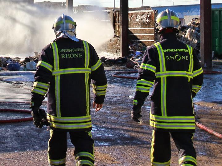 Rhône : une déchetterie victime d'un violent incendie
