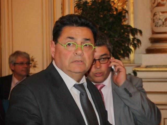 Incidents à Villeurbanne : le maire Jean-Paul Bret interpelle des jeunes et récolte des insultes