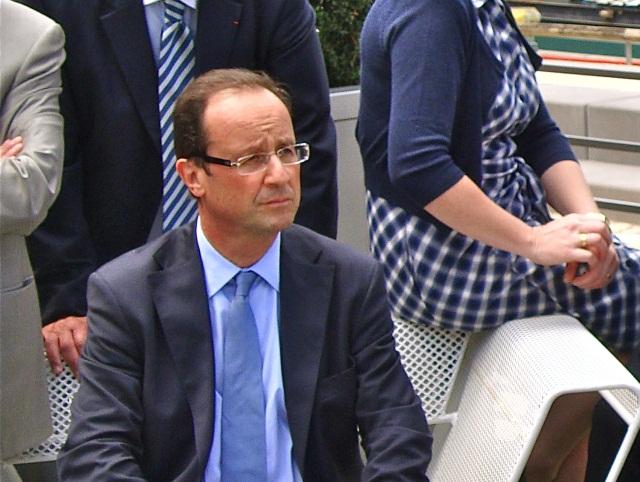 François Hollande a félicité les secours intervenus après l'attentat en Isère