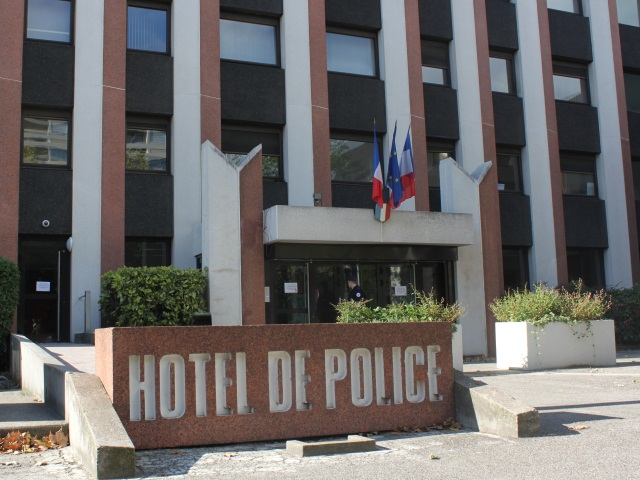 Lyon : un homme arrêté à l'Hôtel de Police avec une fiole et un liquide non identifié