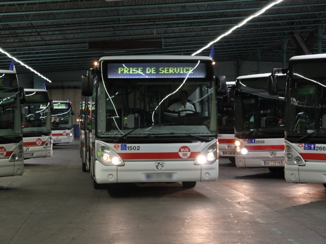 Deux bus visés par des projectiles à Bron