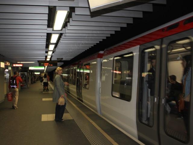 Dans le métro, elle frappe avec une bouteille un usager et un agent TCL