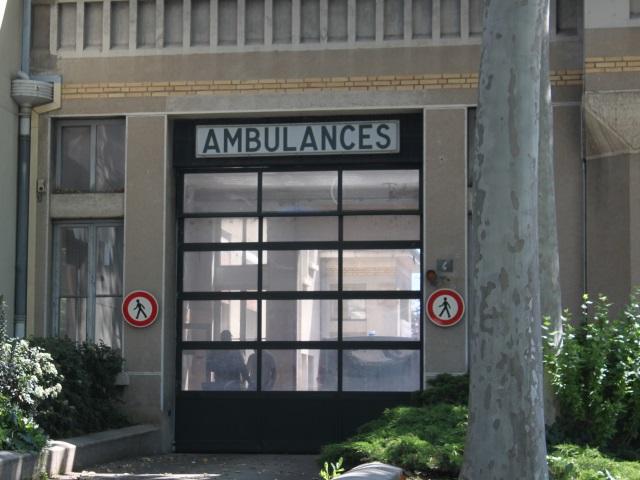 Lyon : l'étudiant retrouvé poignardé devant un hôpital est hors de danger