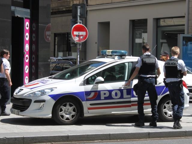 A Lyon, un homme armé menace les policiers