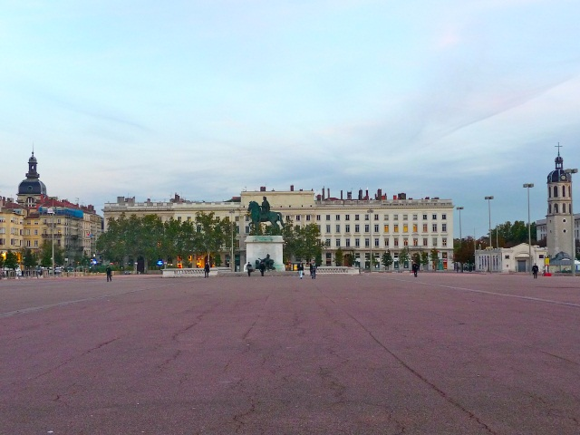 Lyon : un rassemblement interreligieux ce mercredi sur la place Bellecour