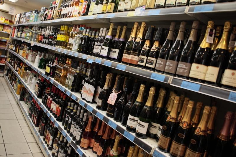 Lyon : la vente d'alcool à emporter désormais interdite après 22h