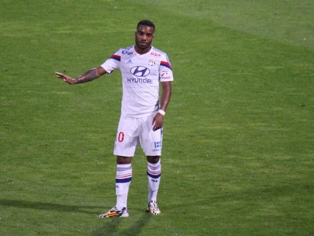 L'OL oublie le derby et s'offre Reims sur le fil (2-1) - VIDEO