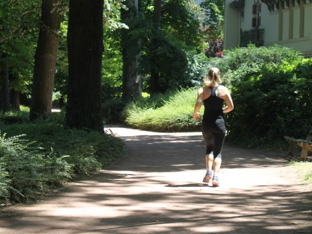 Lyon : il surgit d'un buisson et s'exhibe devant une joggeuse