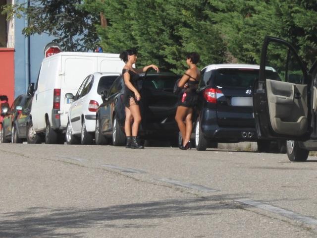 Lyon : une prostituée traînée au sol par des voleurs