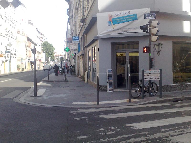 Accessibilité à la voirie : le Grand Lyon est-il aveugle ?