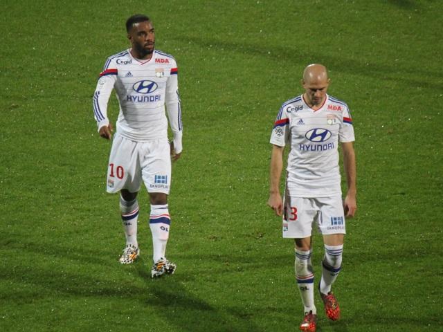 Football : Lacazette et Jallet appelés en équipe de France