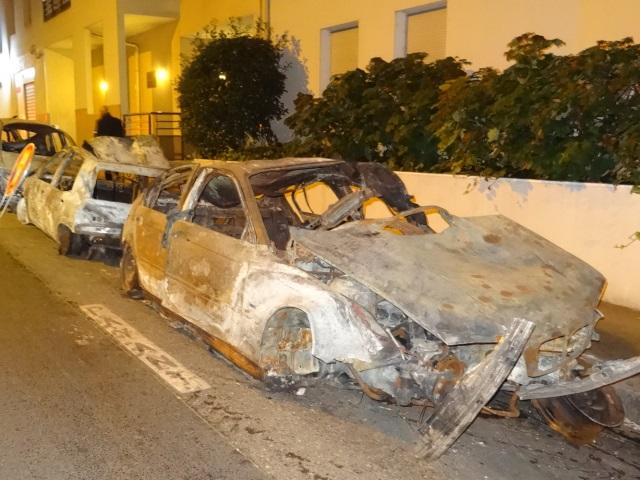 Voitures incendiées à laCroix-Rousse:le suspect hospitalisé pour suspicion deCovid-19