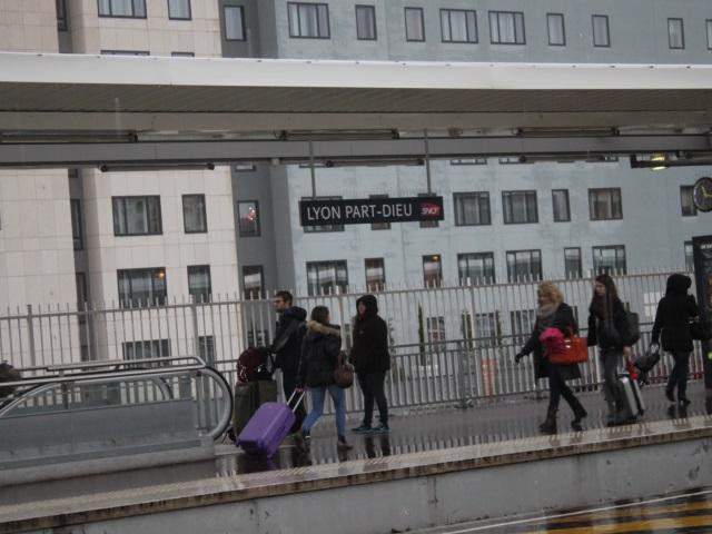 Arrestation d'un homme suspecté d'avoir volé une dizaine de bagages dans les TGV à Lyon