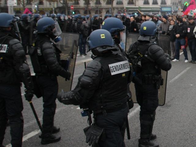 Des femmes parmi les gendarmes mobiles : un test en cours dans le Rhône