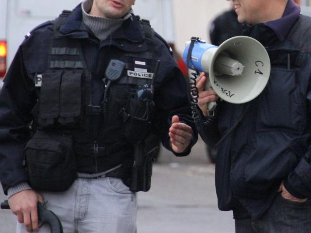 Attentats de Paris : des policiers lyonnais réclament un port d'arme permanent