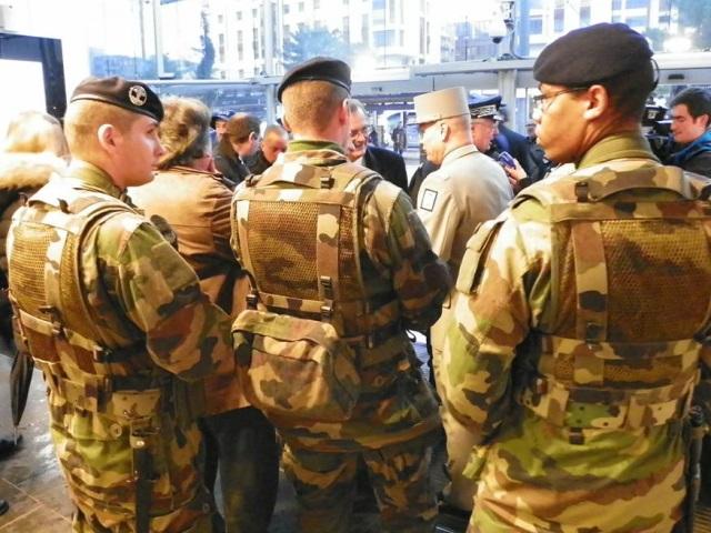 Villeurbanne : il menace d'égorger les militaires devant une école juive