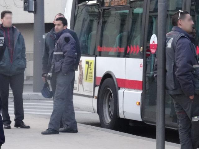 Des bus de la banlieue de Lyon à nouveau caillassés, un pare-brise éclaté