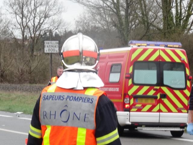 Leur voiture fait une chute de 10 mètres et atterrit sur les rails du TER Lyon/Saint-Etienne