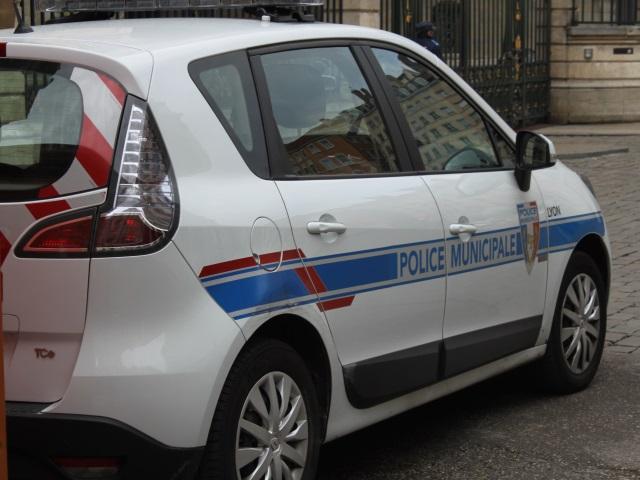 A Lyon, la police municipale fait grève pour être dotée d'armes de poing