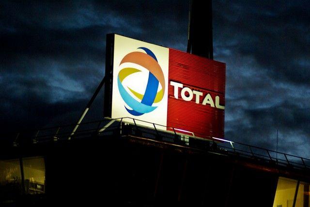 Une enquête ouverte après l'incendie à l'usine Total de Feyzin