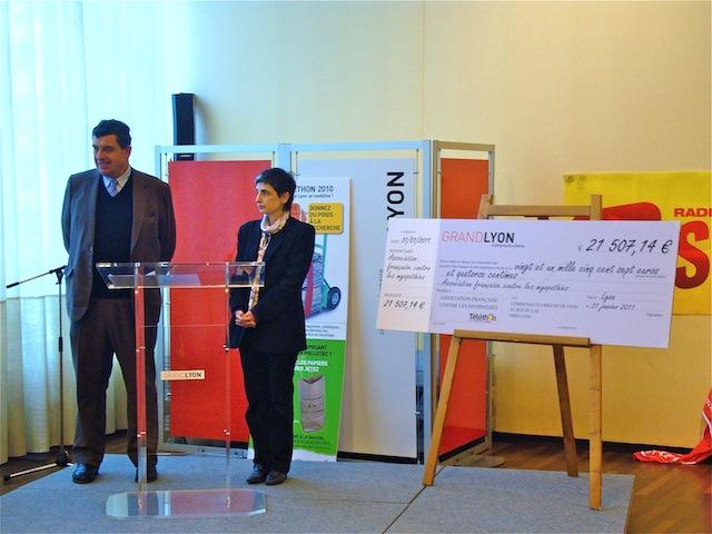 Téléthon : le Grand Lyon remet un chèque de 21 507,14€ à l'AMF