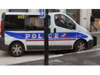 Vénissieux : un enfant chute du 2e étage après avoir été laissé seul dans l'appartement