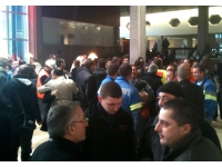 350 personnes rassemblées devant le siège du Grand Lyon jeudi matin